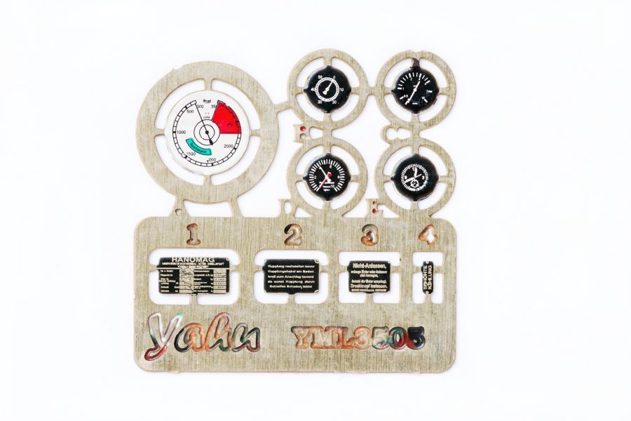 Sd.Kfz 251 Coloured Photoetch Instrument Panels (designed for Dragon/Zvezda kits) 1:35 Yahu Models